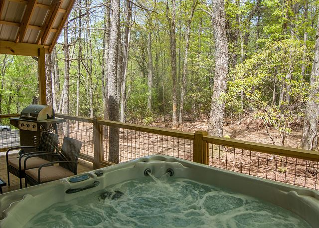 Hot-tub-cabin-rental